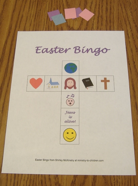 Each player chooses a bingo card and takes some markers. (Picture 1)